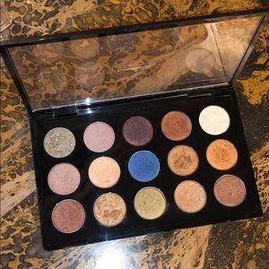 15 MAC eyeshadows in a palette